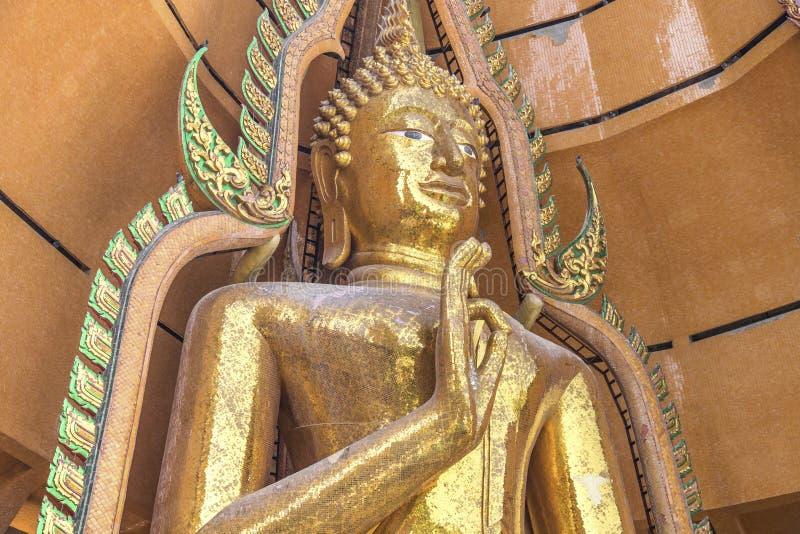 Download Estatuas De Oro Grandes De Buddha Foto de archivo - Imagen de religión, escultura: 64205792