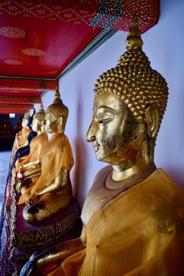 Estatuas de oro tailandesas de Buda foto de archivo libre de regalías