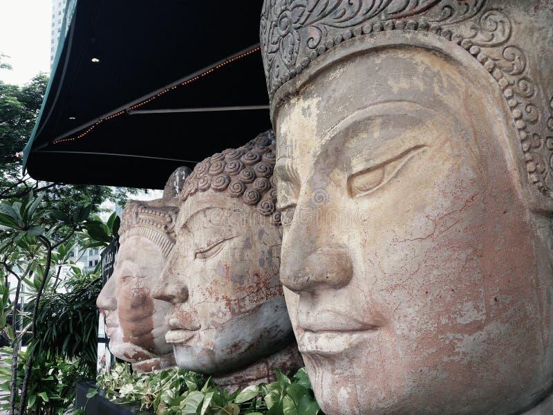 Estatuas de piedra de la cara imagenes de archivo