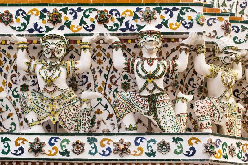 Estatuas de Wat Arun Thailand Temple foto de archivo libre de regalías