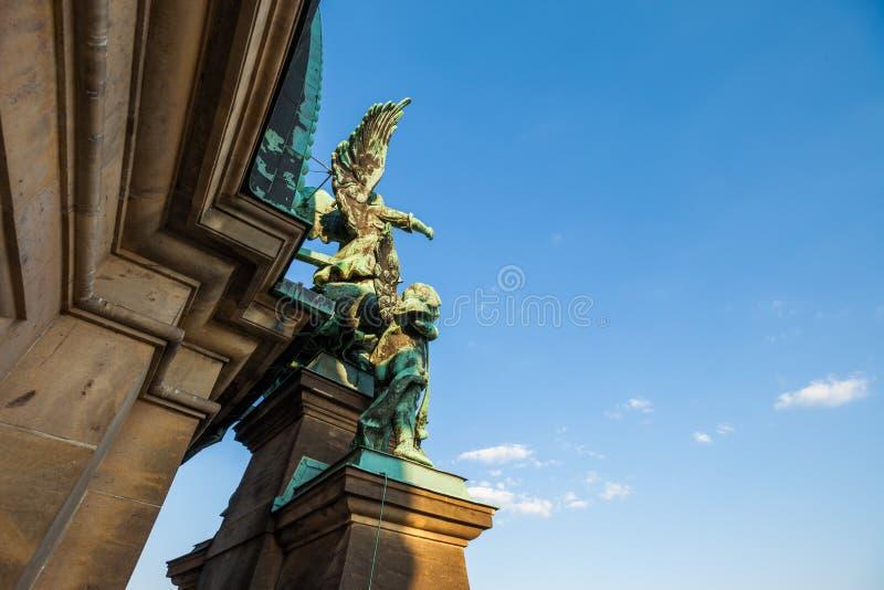 Estatuas del detalle en los Dom del berlinés imágenes de archivo libres de regalías