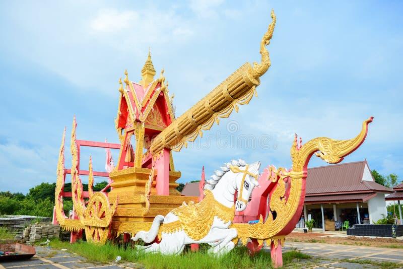 Estatuas del festival de bambú del coche del cohete de Boon Bang Fai en Phaya Thaen Kan Kark fotografía de archivo libre de regalías