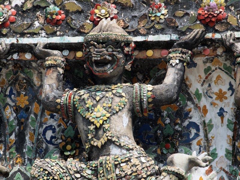 Estatuas del guarda del demonio que adornan el templo budista imagen de archivo libre de regalías