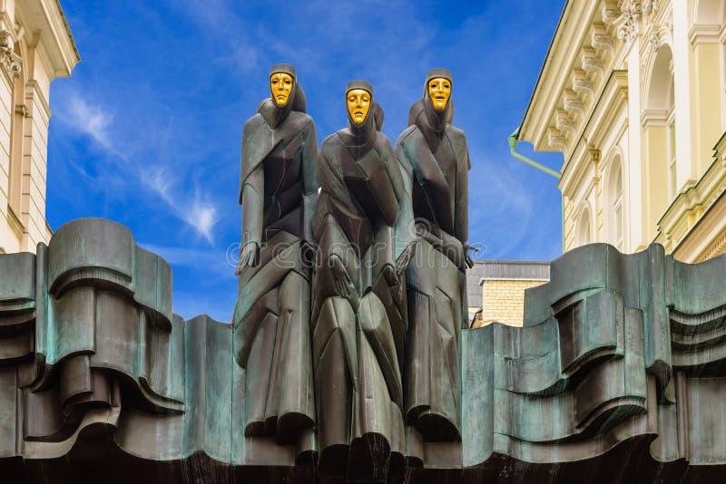 Estatuas del teatro nacional lituano del drama imagen de archivo libre de regalías