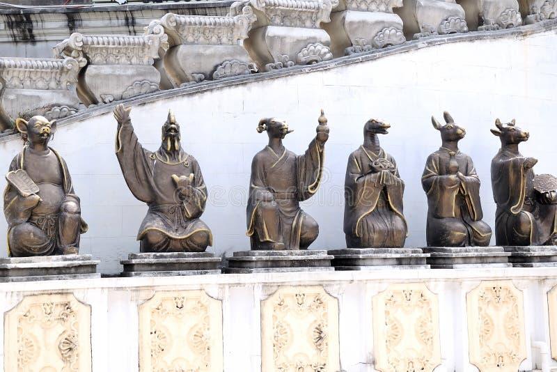 Estatuas del zodiaco imágenes de archivo libres de regalías
