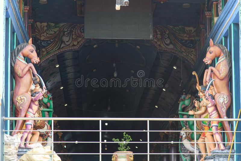 Estatuas detalladas dentro del Maruthanamadam Anjaneyar Templ en Jaffna, Sri Lanka imágenes de archivo libres de regalías