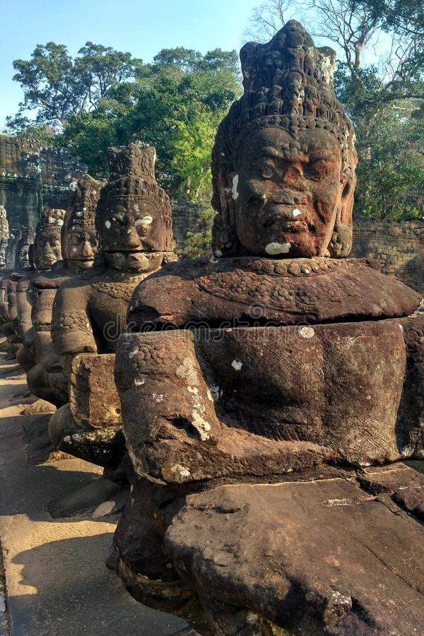Estatuas en Angkor Wat en Camboya fotografía de archivo libre de regalías