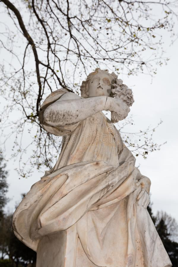 Estatuas en el comunale del chalet de Nápoles imagenes de archivo