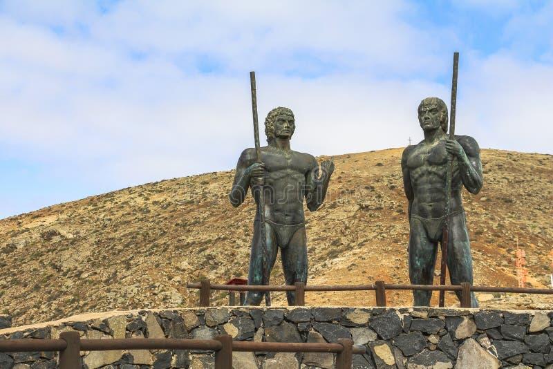 2 estatuas en la alta región de isla de Fuerteventura imagen de archivo libre de regalías