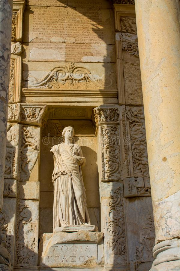 Estatuas en la ciudad antigua antigua de Efes, ruinas de Ephesus foto de archivo