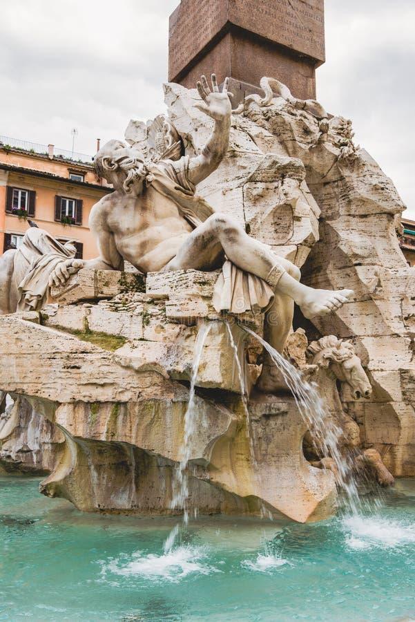 estatuas en la fuente de cuatro ríos fotos de archivo libres de regalías