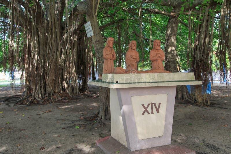 Estatuas en la iglesia del ` s de San Pedro - Kayt - Jaffna - Sri Lanka fotos de archivo