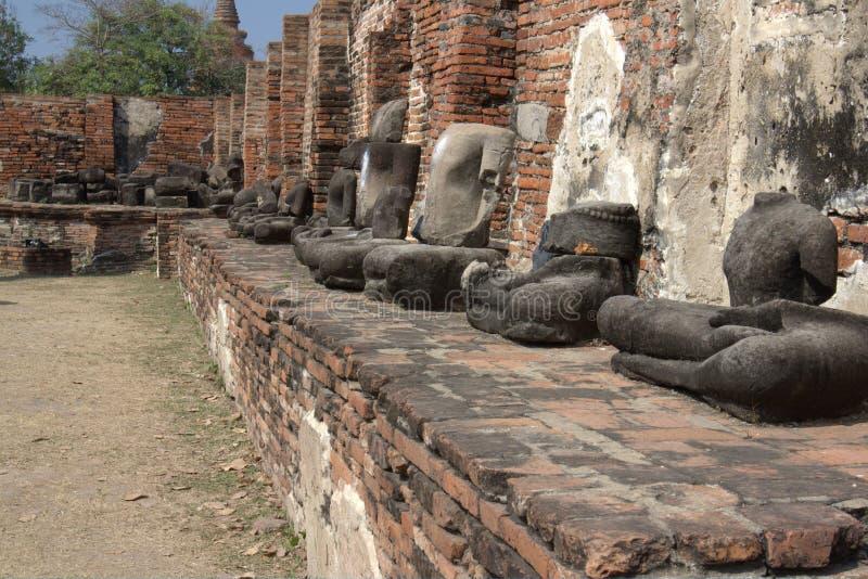 Estatuas quebradas de Buddha fotos de archivo