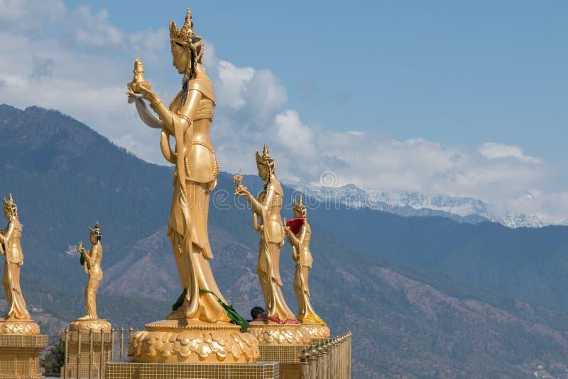 Estatuas religiosas femeninas en la gran estatua de Buda Dordenma, Timbu, Bhután imágenes de archivo libres de regalías
