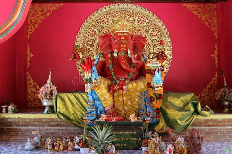 Estatuas sagradas hindúes Ganesh o Ganesha, dios de los colores hermosos de la gente hindú fotos de archivo
