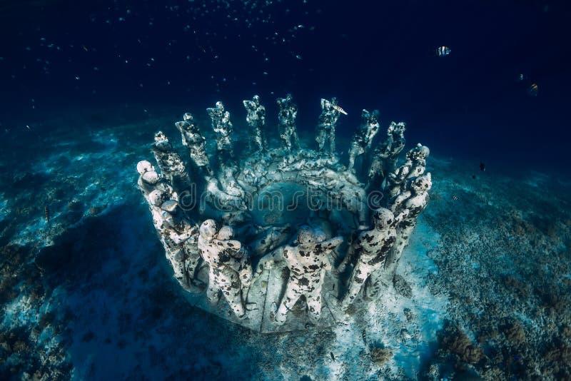 Estatuas subacuáticas en Gili Meno Island, Indonesia Turismo subacu?tico en el oc?ano Vacaciones y aventura imagen de archivo