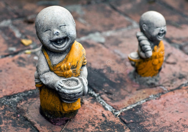 Estatueta antiga no templo de budistas em Ayuttaya, Tailândia imagens de stock royalty free