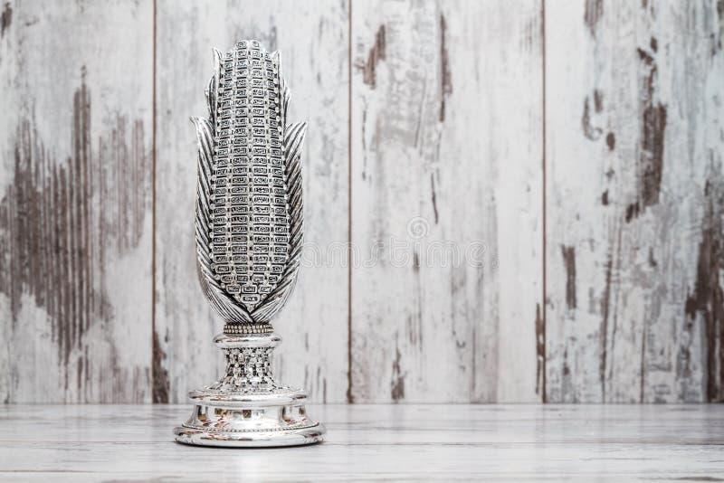 A estatueta religiosa de prata gosta do milho com os nomes de Allah fotos de stock royalty free