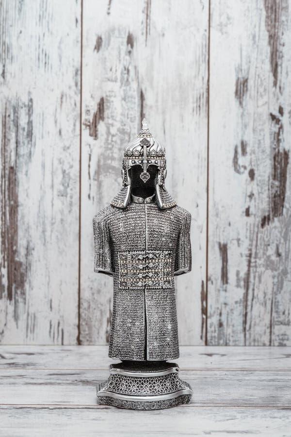 Estatueta religiosa de prata projetada como a armadura foto de stock