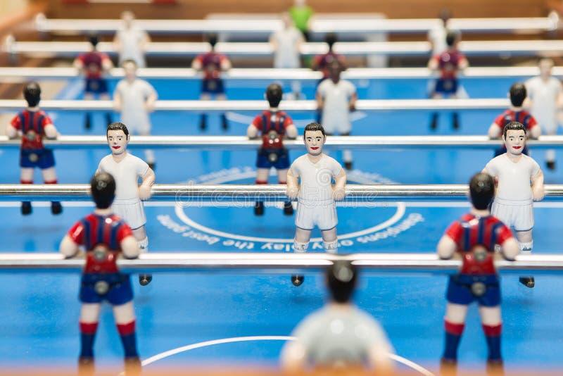 Estatuetas no futebol da tabela fotografia de stock