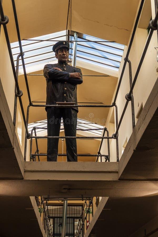 Estatuilla en una prisión imagen de archivo libre de regalías