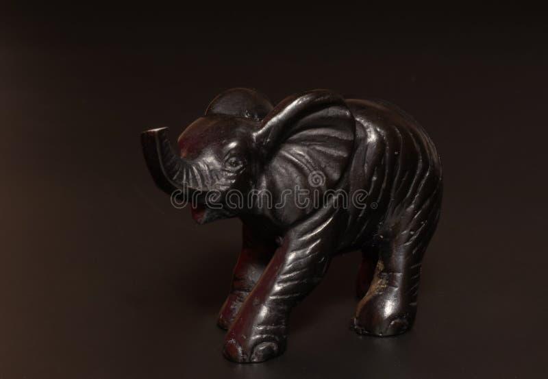 estatuilla negra del elefante imagenes de archivo