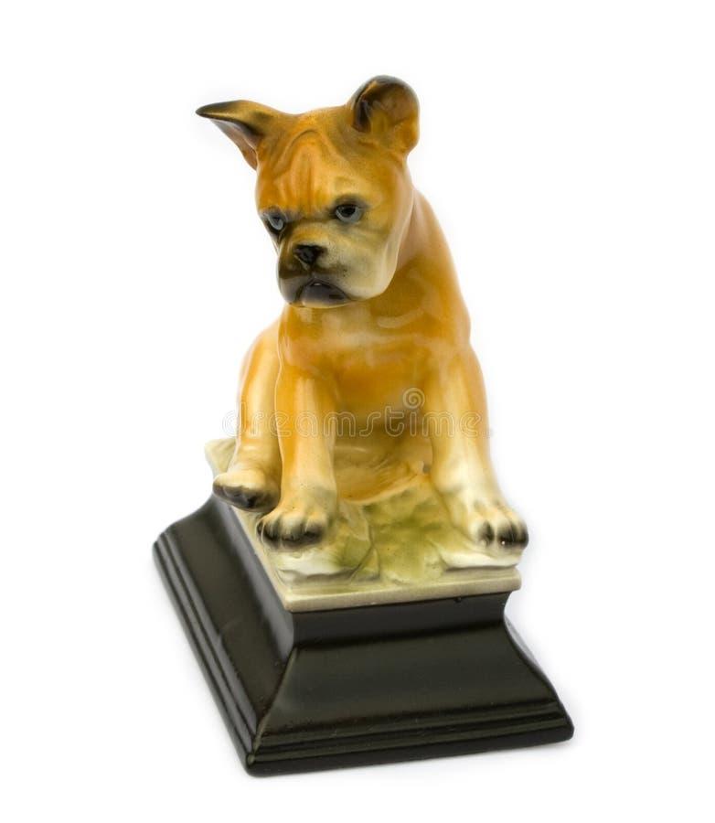 Estatuilla vieja de un perro imagenes de archivo