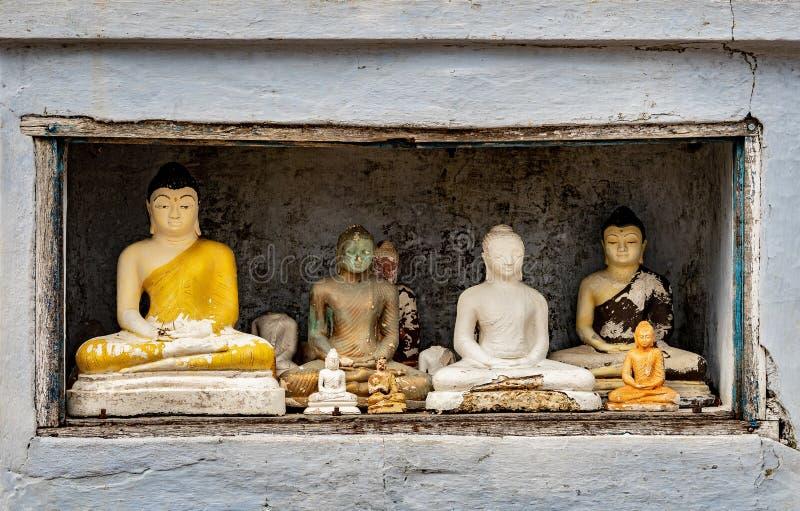 Estatuillas de Buda en un lugar fotos de archivo