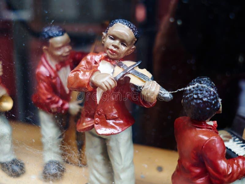 Estatuillas del vintage de los músicos negros que juegan música de jazz fotografía de archivo libre de regalías