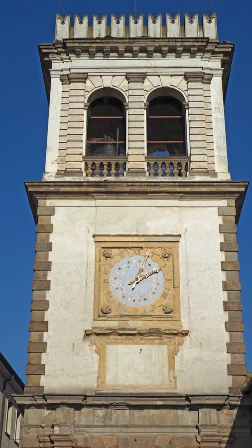 Este,帕多瓦,意大利 作为门使用的老钟楼对村庄 库存照片