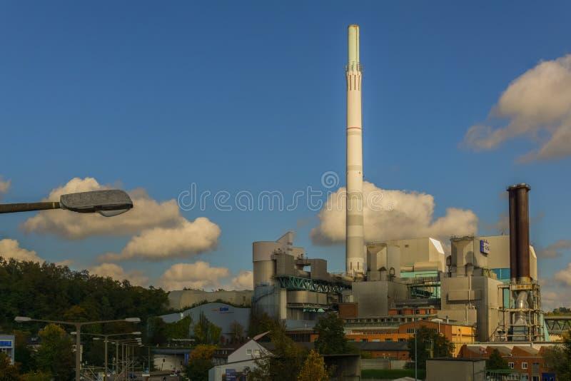 Este é o central elétrica térmico residual-recusa-ateado fogo da companhia da eletricidade alemão ENBW imagem de stock royalty free