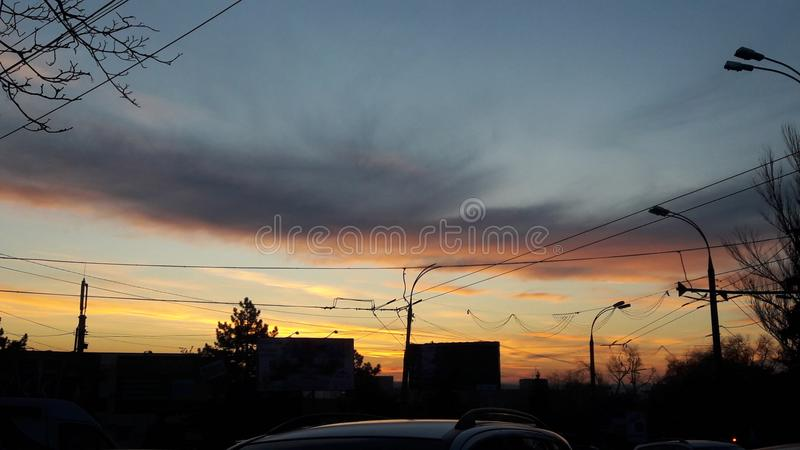 Este cielo maravilloso significa al mismo tiempo un extremo y un comenzar fotografía de archivo libre de regalías