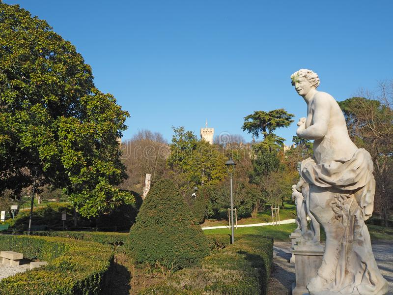 Este, Padova, Италия Руины замка Carrarese и своего общественного парка стоковое фото