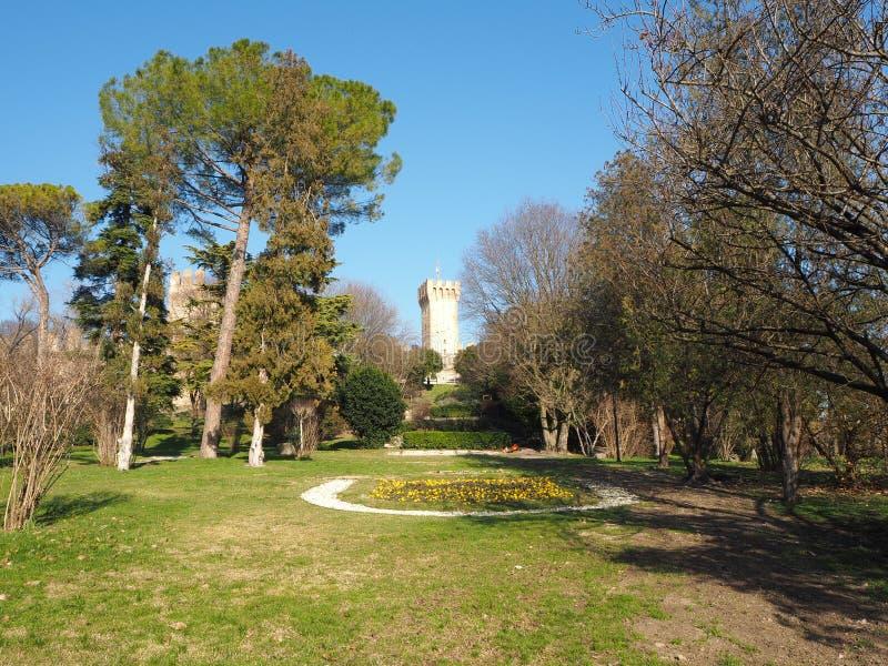 Este, Padova, Италия Руины замка Carrarese и своего общественного парка стоковое изображение