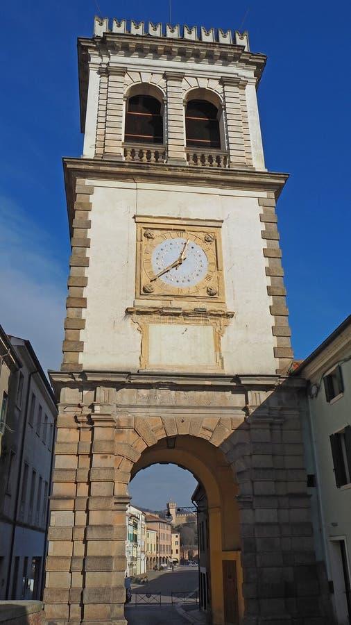 Este, Padua, Italien Der alte Glockenturm benutzt als Tür zum Dorf stockfoto