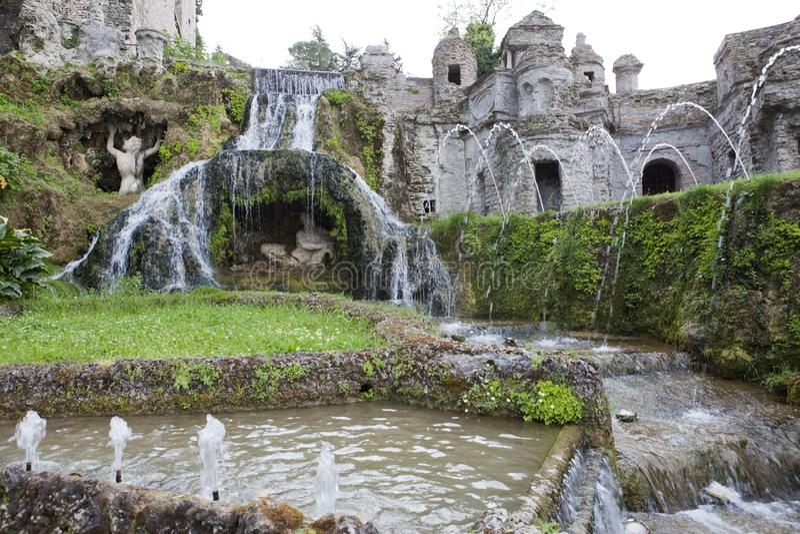 Este16th--centuryspringbrunn för villa D 'och trädgård, Tivoli, Italien Lokal för Unesco-världsarv royaltyfri fotografi
