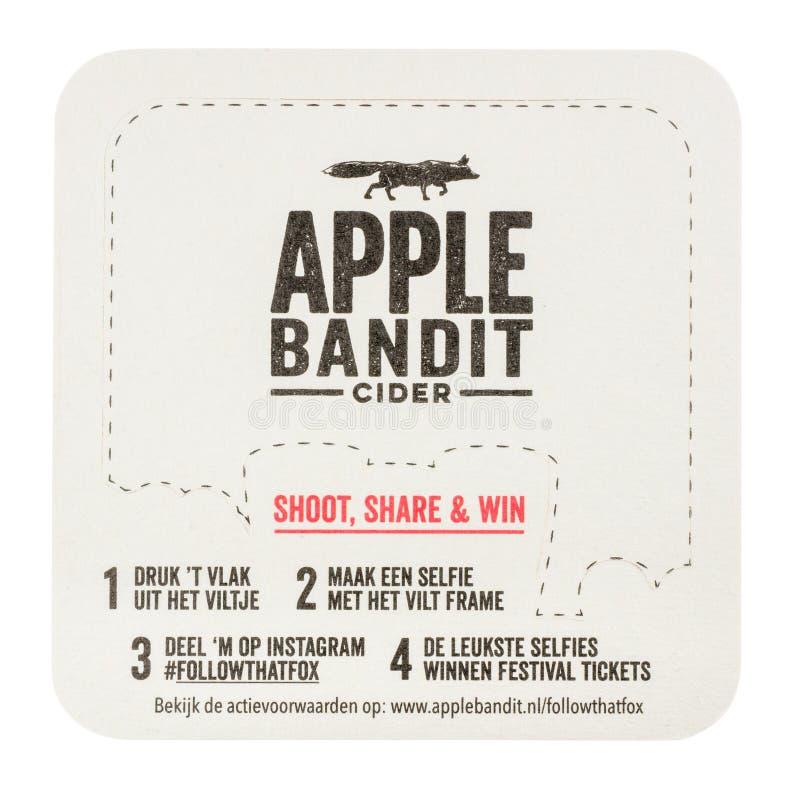 Esteira da cerveja que anuncia a cidra do bandido de Apple Isolado no fundo branco foto de stock royalty free