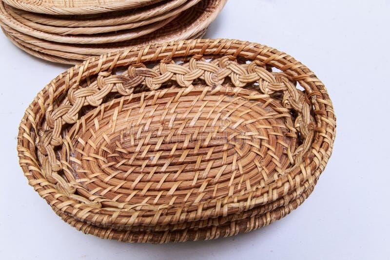 Esteira do weave do Rattan em um fundo branco fotos de stock royalty free