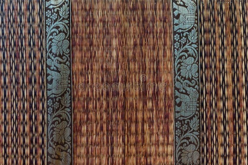 esteira do weave do rattan com teste padrão do elefante foto de stock royalty free