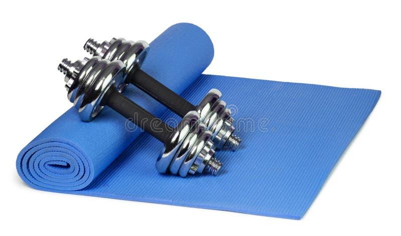 Esteira e pesos da ioga foto de stock royalty free