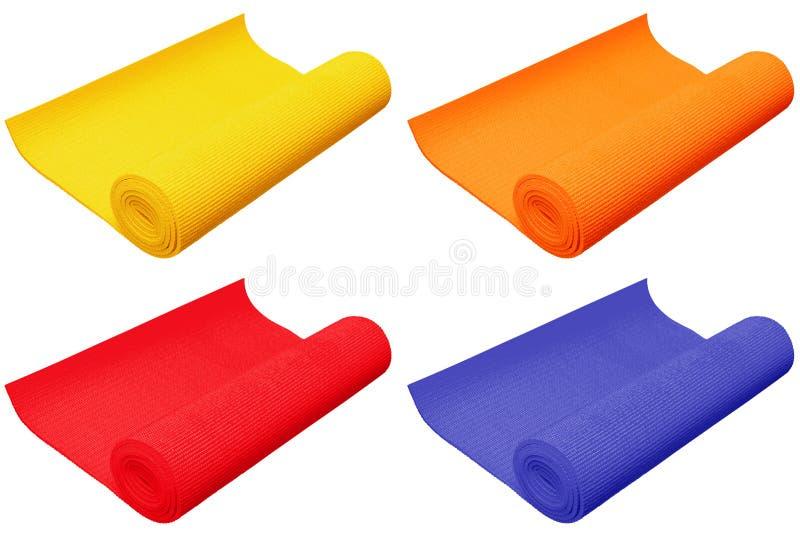 Esteiras coloridas da ioga isoladas no fundo branco foto de stock royalty free