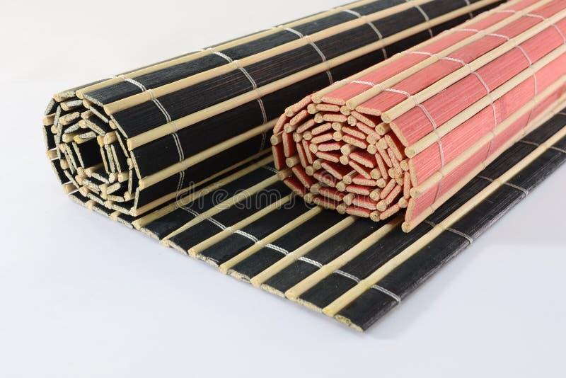 Esteiras de bambu roladas foto de stock