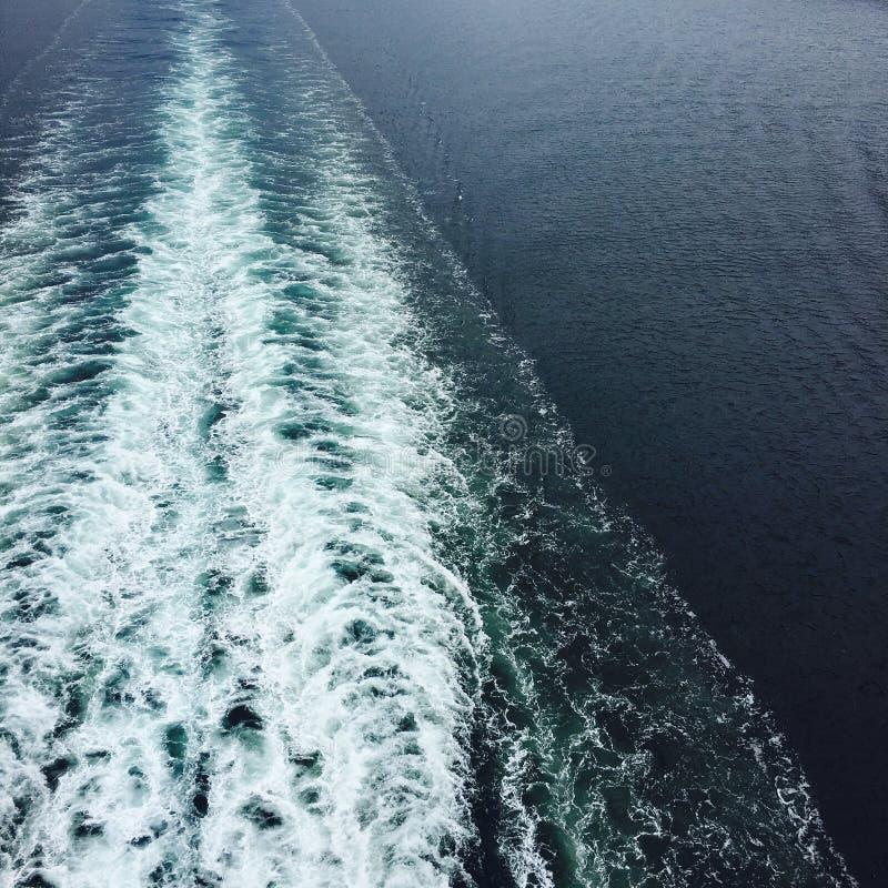 Estela del barco imagen de archivo