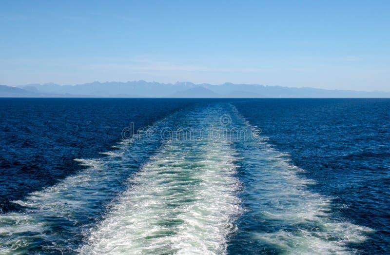 Estela del barco imagenes de archivo