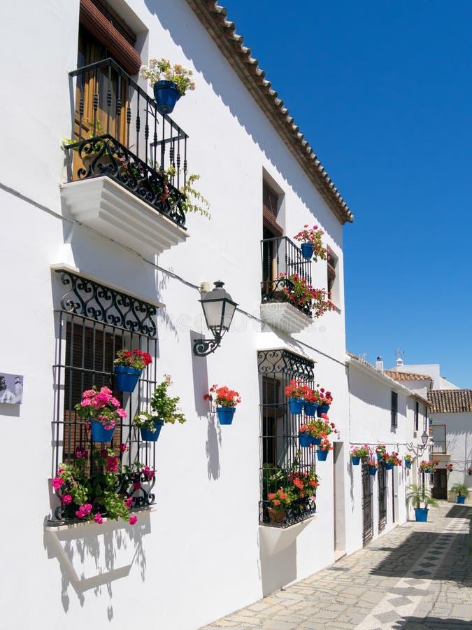 ESTEPONA, ANDALUCIA/SPAIN - 5 ΜΑΐΟΥ: Σκηνή οδών Estepona SPA στοκ εικόνες