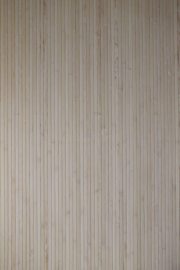 Estera de bambú pegada a la pared imagen de archivo
