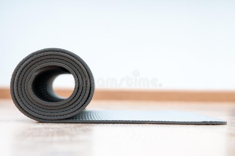 Estera de la yoga imágenes de archivo libres de regalías