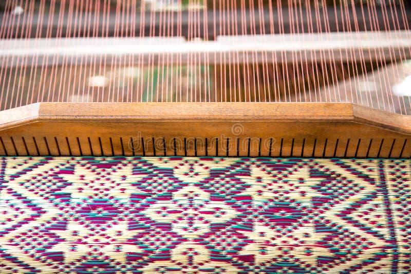 Estera natural beige de la hierba de mimbre seca como textura, fondo imagen de archivo