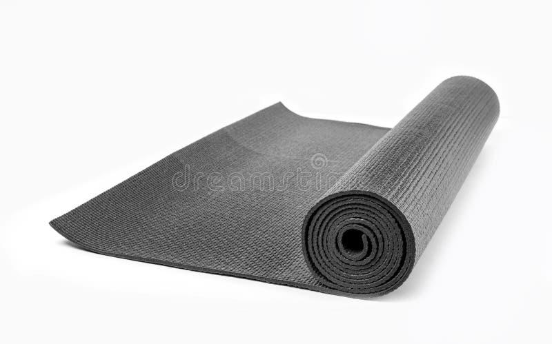 Estera negra de la yoga imagenes de archivo