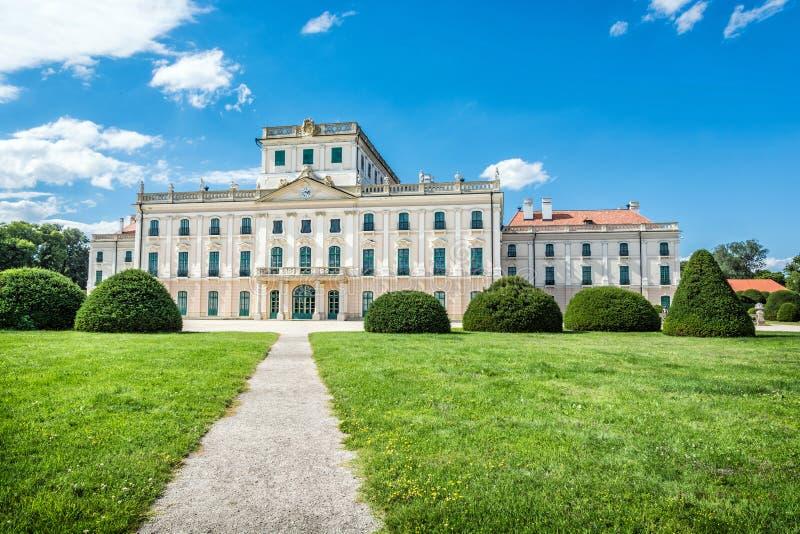Esterhazykasteel met park in Fertod, Hongarije royalty-vrije stock foto's